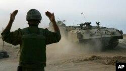 Quân đội Israel đang được huy động trên đất liền và nỗi sợ hãi và hoảng loạn đang lan rộng trong thường dân Palestine.