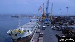 تجارت خارجی ایران، کشتی در بندری در ایران