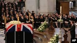 PM Inggris David Camreon memberikan sambutan dalam upacara pemakaman mantan PM Margareth Thatcher di Gereja Katedral St.Paul, London (17/4).