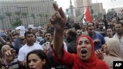抗議者在開羅勝利廣場要求撤銷總統政令