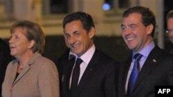 Канцлер Німеччини Анґела Меркель, президент Франції Ніколя Саркозі і президент Росії Дмитро Медведєв