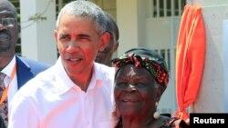 Barack Obama na Inakuru Wiwe Sarah Obama