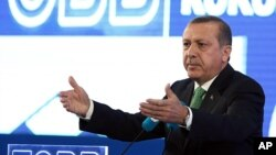 Turkish Prime Minister Recep Tayyip Erdogan addresses businessmen in Ankara, May 22, 2014.