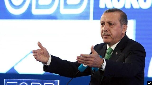 Turkish Prime Minister Recep Tayyip Erdogan addresses businessmen in Ankara, May 22, 2014.