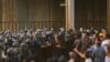 تصویری از اعتراضات روز دوشنبه ۲۵ شهریور کارگران هپکو که با خشونت پلیس روبرو شد.