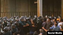 تصویری از درگیری ماموران با کارگران معترض هپکو