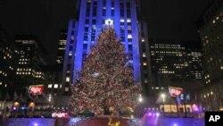Το νέο χριστουγεννιάτικο δέντρο στο Ρόκεφελερ Σέντερ της Νέας Υόρκης