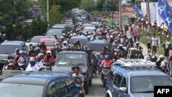 Stanovnici indonežanskog grada Banda Ače pohrlili su ka višim područjima u strahu od cunamija posle današnjeg zemljotresa