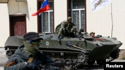 A Russian flag is seen on top of an armored personnel carrier in Slovyansk, April 16, 2014.