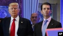 Donald Trump (esq), Allen Weisselberg (cen) e Donald Trump Jr. (esq) (Foto de Arquivo)