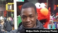 عکس موکتار دیالو که به وسیلهٔ یکی از دوستانش گرفته شده است.