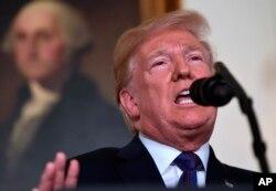 도널드 트럼프 미국 대통령이 13일 밤 백악관에서 시리아 아사드 정권의 자국민에 대한 화학무기 사용에 대응한 공습을 지시했다고 밝혔다.