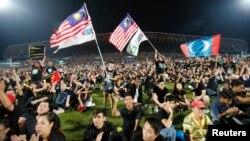 馬來西亞大選後反對派人士星期三舉行大型集會﹐指責這次大選中普遍存在舞弊現象。