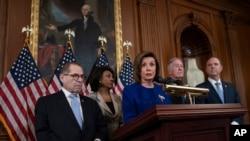 众议院议长佩洛西和各委员会主席宣布针对特朗普总统的弹劾条款。(2019年12月11日)