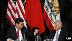 Phó Chủ tịch Trung Quốc Tập Cận Bình và phó Tổng thống Hoa Kỳ Joe Biden tại Los Angeles, California, ngày 17/2/2012