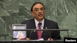 صدرِ پاکستان آصف زرداری خطاب کرتے ہوئے