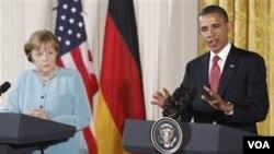 Presiden Obama saat menerima Kanselir Jerman Angela Merkel di Gedung Putih (foto: dok).