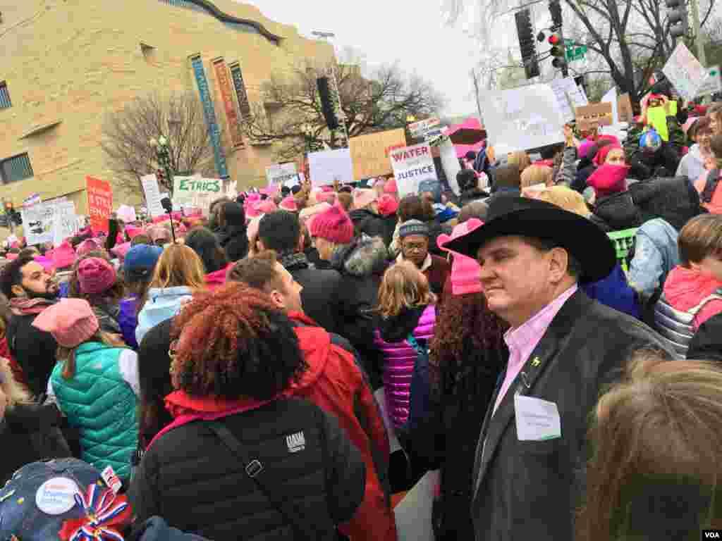 Марш женщин на Вашингтон у стен Музея коренных жителей Америки, 21 января 2017