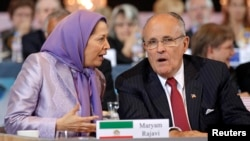 مریم رجوی رئیس جمهوری منتخب «شورای ملی مقاومت ایران» در کنار رودی جولیانی شهردار سابق نیویورک