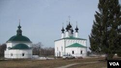 俄罗斯弗拉基米尔州的东正教堂。(美国之音白桦拍摄)