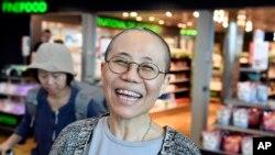 لیو شیا بیوه «لیو شیابائو» ناراضی فقید چینی - آرشیو