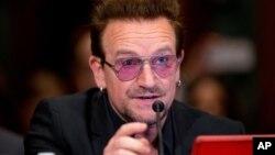 El activista y vocalista de U2, Bono, testifica en el Congreso de EE.UU sobre las causas y consecuencias del extremismo violento y el papel de la asistencia extranjera. Abril 12, 2016.