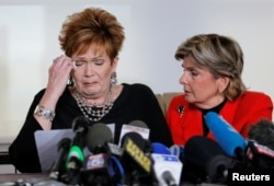 Beverly Young Nelson, left, reacts as she reads a statement to reporters with attorney Gloria Allred during a news conference announcing new allegations of sexual misconduct against Alabama Republican congressional candidate Roy Moore, in New York, Nov. 1