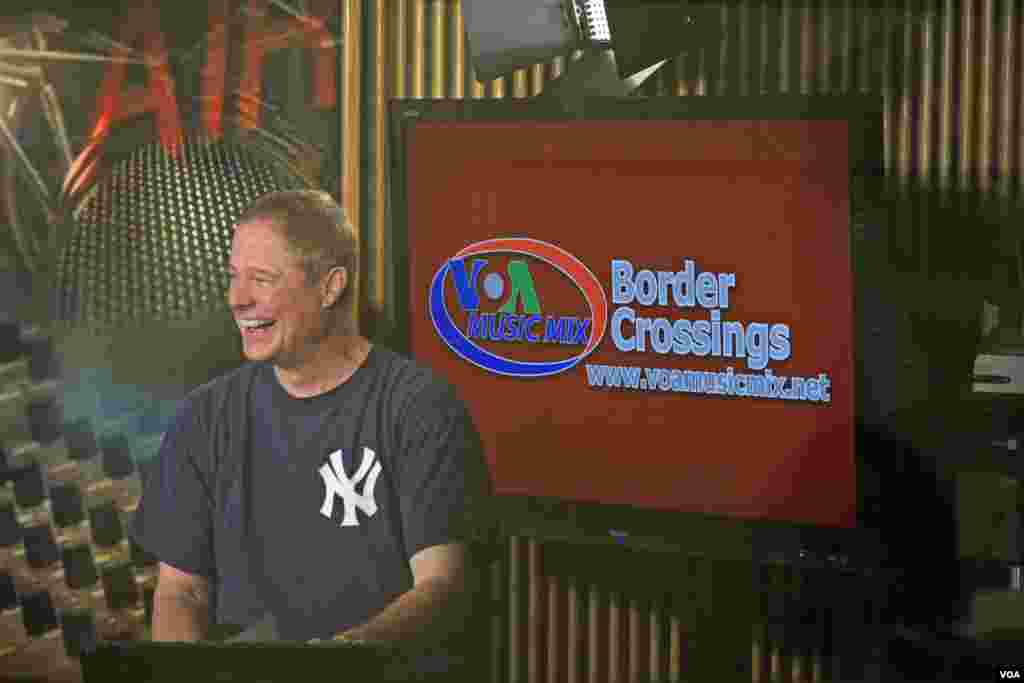 VOA's Larry London enjoys the company of The Cranberries on his show Border Crossings.