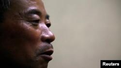 Ông Trần Quang Phú, anh của luật sư mù Trần Quang Thành cho biết đã bị những tay côn đồ do chính quyền thuê mướn đánh đập.