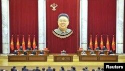 북한은 지난 8일 김정은 국방위원회 제1위원장이 참석한 가운데 노동당 정치국 확대회의를 열고, 장성택 전 국방위 부위원장의 숙청을 공식화했다. 북한은 이후 나흘만에 장성택을 처형했다.
