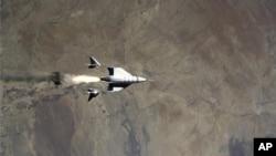 "ARHIVA - Svemirska letelica kompanije ""Virdžin Galaktik"" (Foto: AP/Virgin Galactic)"