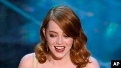 """Mejor actriz: Emma Stone por """"La la land""""."""