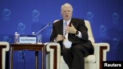 前美國海軍作戰部長加里拉格黑德2015年10月17日在中國北京舉行的第六屆香山論壇上回答問題。