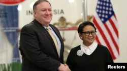 U.S. Secretary of State Mike Pompeo shakes hands with Indonesian Foreign Minister Retno Marsudi during their meeting in Jakarta, Indonesia, Aug. 4, 2018.