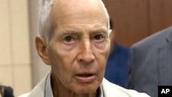 FILE - New York City real estate heir Robert Durst leaves a Houston courtroom, Aug 15, 2014.