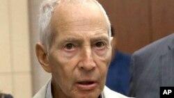 Triệu phú Robert Durst, người thừa kế tập đoàn bất động sản ở New York bị bắt ở New Orleans, với trát dẫn độ đến Los Angeles,14/3/15