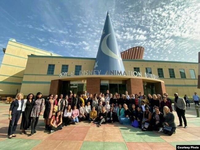 """Pratiwi Kusumawardani bersama para peserta IVLP """"Hidden No More"""" di AS (dok: Pratiwi Kusumawardani)"""