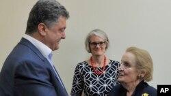 Петро Порошенко і Мадлен Олбрайт