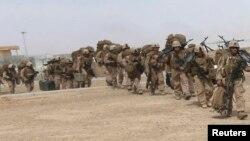 Des soldats de la Marine britannique à la fin d'une opération conjointe avec leurs collègues américains à Helmand, le 27 ocotobre 2014.