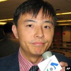 新加坡南洋理工大学副教授李明江