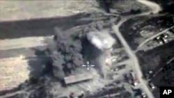 Bức ảnh được lấy từ đoạn phim trên trang web chính thức của Bộ Quốc phòng Nga ngày 04/10/2015 cho thấy một vụ nổ bom ở Syria.