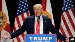 Kandidat presiden dari Partai Republik, Donald Trump, berpidato dalam kampanye di Tampa, Florida (11/6). (AP/Chris O'Meara)