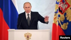 Durante su discurso anual ante el Parlamento, el presidente de Rusia Vladimir Putin también dijo no arrepentirse de la anexión de la península de Crimea, diciendo que el territorio tenía un significado sagrado para el país.