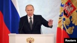 4일 블라디미르 푸틴 러시아 대통령이 모스크바 크렘린궁에서 연례 의정 연설을 하고 있다.