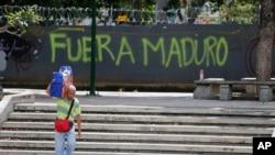 شعار «مادورو برو» روی دیوار پایتخت ونزوئلا