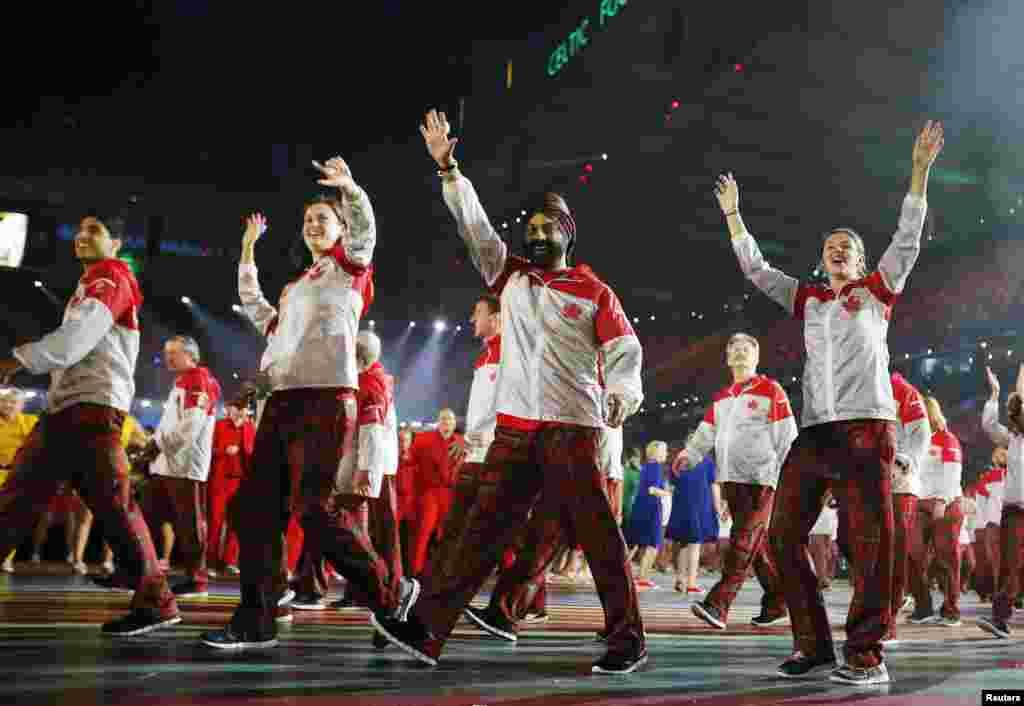 افتتاحی تقریب میں کھلاڑیوں کی پریڈ کے لیے خاص طور پر ایک سٹیج بنایا گیا۔
