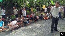 지난달 30일 캄보디아 프놈펜에서 타이완인과 중국인 등 63명이 인터넷 사기 혐의로 체포됐다.