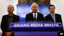 Malaysian Prime Minister Najib Razak, center, speaks at a special press conference announcing the findings for the ill fated flight MH370 in Kuala Lumpur, Malaysia on Thursday, Aug. 6, 2015