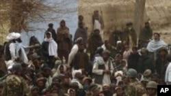 아프간 칸다하르 주의 미군 기지 앞을 순찰하는 미군들.