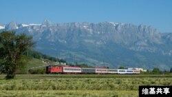 Một đoàn tàu trong hành trình giữa hai thành phố Buchs và Sennwald của Thụy Sĩ năm 2010.